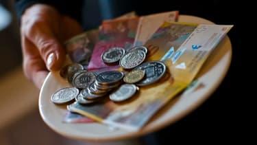 Les Suisses devront décider dans deux ans s'ils veulent toucher un revenu de base d'environ 2.000 euros par mois, à la place de la sécurité sociale.