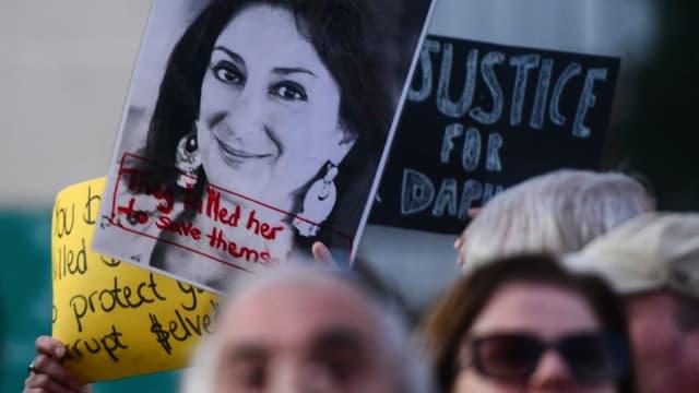 Des manifestants lors d'un rassemblement pour la journaliste Daphne Caruana Galizia, devant le parlement à Valletta, à Malte, le 26 novembre 2019