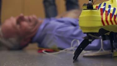 Le drone-ambulance peut apporter un défibrillateur auprès d'une victime d'arrêt cardiaque en un temps record