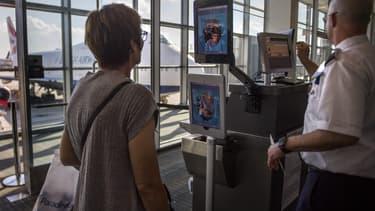 Un dispositif de reconnaissance faciale dans l'aéroport de Dulles, en Virginie.