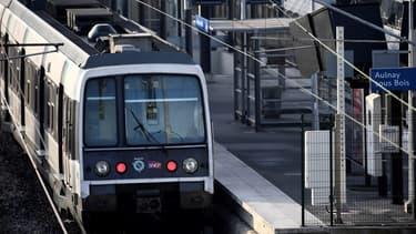 Sur le RER B Nord : 1 train sur 3 circulera en journée, samedi 7 et dimanche 8 décembre. Il n'y aura plus de train à partir de 22 heures. L'interconnexion est suspendue à Gare du Nord.