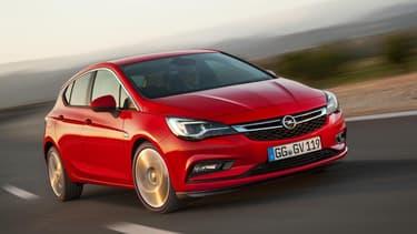 L'Opel Astra a été sacrée Voiture de l'Année 2016 le 29 février, à la veille de l'ouverture du salon automobile de Genève.