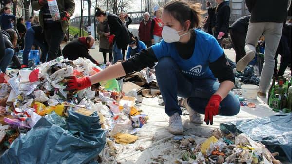 Une centaine de bénévoles ont participé à la collecte de déchets.