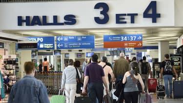 Depuis les attentats de Paris, 70 badges ont été retirés à des agents des Aéroports de Paris.