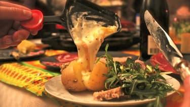 Les Français ont continué à manger de la raclette en juin.
