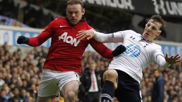 Manchester United (ici  Wayne Rooney) a toujours la cote auprès de son équipementier.