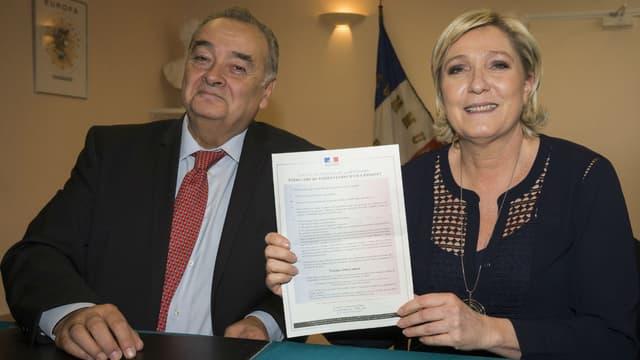 Marine Le Pen et Pierre Bacqué, maire du Vaudoué, le 3 mars 2017.