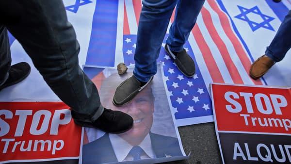 Une photo de Donald Trump piétinée, à Gaza, le 7 décembre 2017.