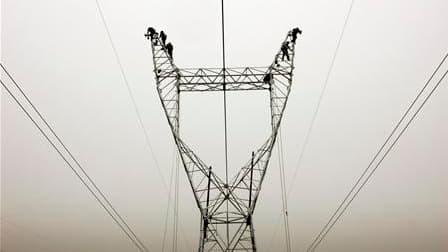 Le gouvernement prévoit d'augmenter au 15 août les tarifs d'électricité de 3% en moyenne pour les ménages et de 4% à 5,5% pour les entreprises. Selon le communiqué des ministères de l'Ecologie et de l'Economie, la revalorisation moyenne serait de 3,4% pou