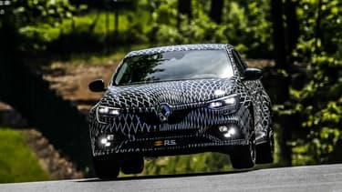 Renault veut convaincre de la précision de trajectoire de sa nouvelle génération de compacte sportive.