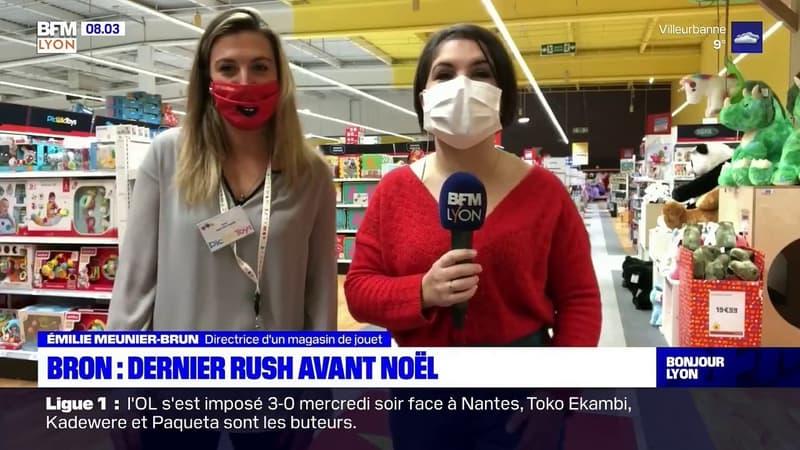 Rhône: à Bron, dernier rush pour les cadeaux de Noël
