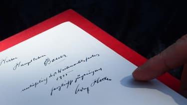 L'un des deux ouvrages dédicacés par Adolf Hitler, le 25 février 2014.