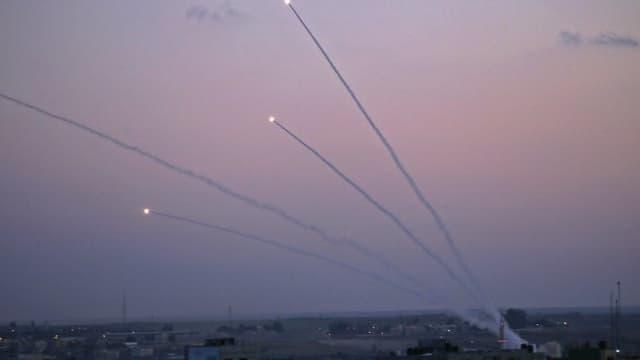 Une pluie de roquettes palestiniennes a été tirée de la bande de Gaza en direction d'Israël.