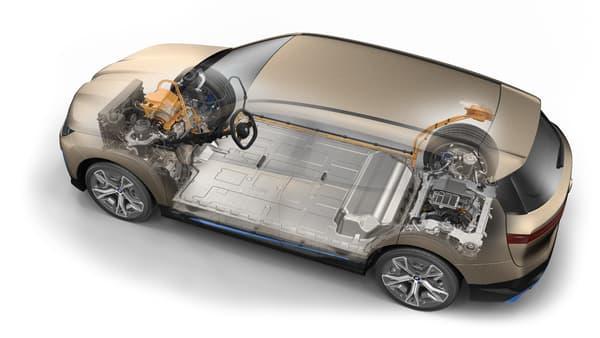 La BMW iX permet une charge rapide CC jusqu'à 200 kW. De cette manière, la batterie peut être chargée de 10 à 80% de sa pleine capacité en moins de 40 minutes.