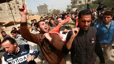 A Djabalia, funérailles d'un des deux Palestiniens, un garçon de 12 ans, tués dimanche dans des raids aériens menés par l'armée israélienne dans la bande de Gaza. Depuis vendredi, 17 Palestiniens ont été tués. Seize d'entre eux étaient des militants /Phot