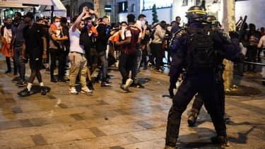 Dimanche, dix personnes ont été placées en garde à vue à Rouen pour jets de projectiles sur police et tentative de dégradations de commerce en vue de pillage. (PHOTO D'ILLUSTRATION)
