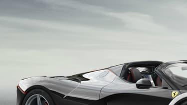 L'Aperta, autre nom pour la Spider est la version décapotable de la supercar ultime du constructeur italien, la LaFerrari.