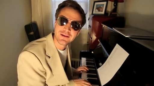Matt Farley est probablement le chanteur le plus prolifique sur YouTube et Spotify