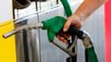 © Reuters/ Les stations-service de Corse étaient quasiment à sec de carburant lundi matin. Conséquence de la grève de la CGT affectant le terminal pétrolier de Fos-Lavera (Bouches-du-Rhône).