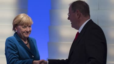 Angela Merkel (CDU) rencontre son rival Peer Steinbrück (SPD) après la défaite de ce dernier.
