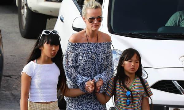 Laeticia à Saint-Barth avec ses filles Jade et Joy