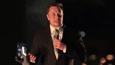 En 2016 avec le physicien Stephen Hawking, Elon Musk lançait déjà une alerte sur l'IA.
