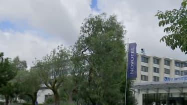 Les touristes se sont fait braquer devant leur hôtel à proximité de l'aéroport Charles-de-Gaulle.