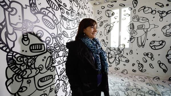 Anne Hidalgo alors adjointe au maire de Paris, aux Bains-Douches en 2013, époque résidence d'artistes de street-art.