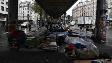 Des migrants de Calais se sont repliés sur des camps à Paris.