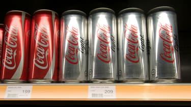 Des canettes de Coca-Cola et Coca-Cola Light (image d'illustration)