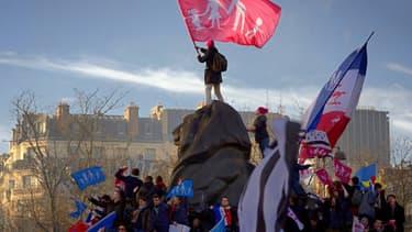 La Manif pour tous a repris du service dimanche à Paris et à Lyon.