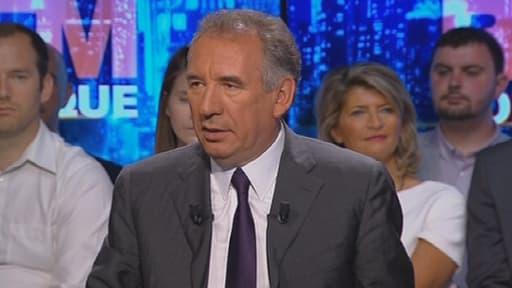 François Bayrou estime que la 5e République est responsable des dérives politiques actuelles.