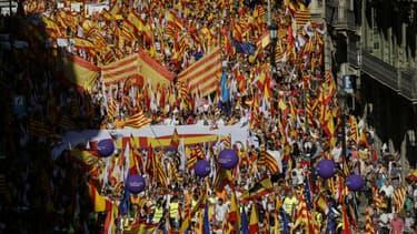 Un cortège de manifestants catalans anti-indépendantistes.