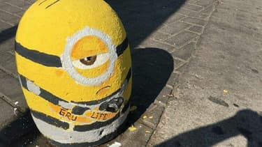 A Cordoba, en Argentine, des bornes anti-stationnement sont customisées en Minions, les personnages du film d'animation Moi, moche et méchant.