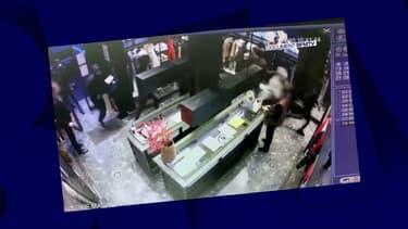 Les individus ont volé des manteaux dont les prix peuvent grimper jusqu'à plusieurs milliers d'euros