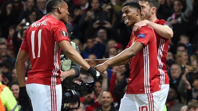 Marcus Rashford, félicité par Anthony Martial et Michael Carrick, a offert la précieuse victoire à Manchester United en quarts de Ligue Europa contre Anderlecht (2-1).