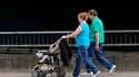 """Un rapport de l'Inspection générale des Affaires sociales (Igas) propose de créer en France un """"congé d'accueil de l'enfant"""" de deux mois au total, réparti à parts égales entre la mère et le père, afin d'impliquer davantage les pères dans la vie familiale"""