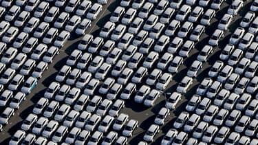 Image d'illustration - Des voitures neuves sur un parking.