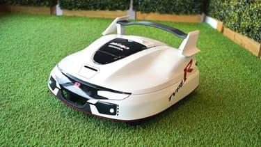 Vous aimez les voitures sportives et les pelouses bien tondues? Vous adorerez cette tondeuse Type R.