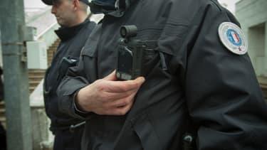 Depuis le 23 décembre 2016, la loi donne aux policiers équipés de caméra piéton la possibilité de filmer certaines de leurs interventions.
