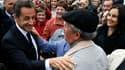 Nicolas Sarkozy dans le petit village bourguignon de Montillot. Le chef de l'Etat retombe à son plus bas de bonnes opinions, 26%, et atteint son plus haut niveau de défiance avec 72%, selon un sondage TNS Sofres pour Le Figaro Magazine diffusé jeudi. /Pho