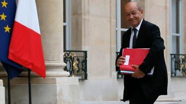 Le ministre de la Défense Jean-Yves Le Drian le 11 septembre 2013 devant l'Elysée.