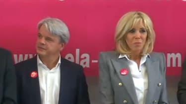Brigitte Macron (à gauche) pour la dictée ELA.