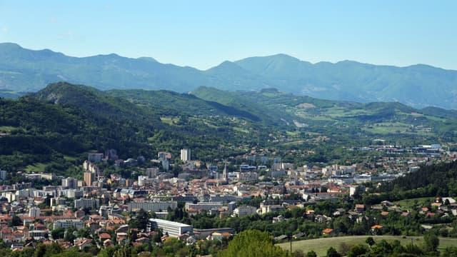 Une photo aérienne de la ville de Gap.