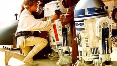 Mark Hamill (Luke Skywalker) se prépare à acheter le légendaire R2-D2.