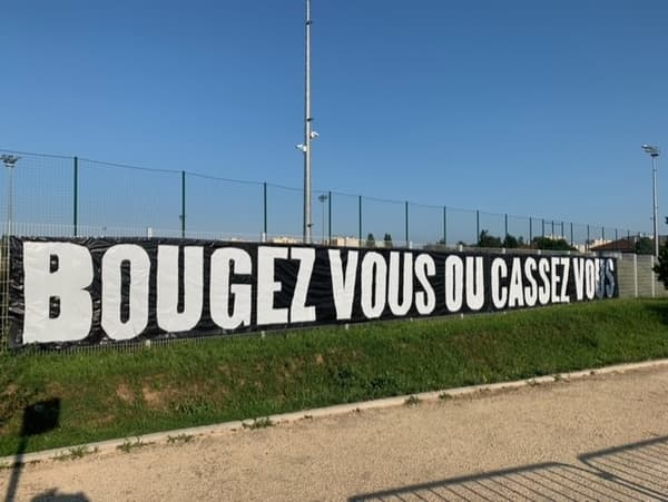 La banderole cinglante des supporters lyonnais