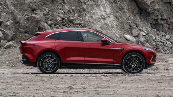Le DBX offre une silhouette assez agressive pour rester fidèle à l'ADN sportif d'Aston Martin