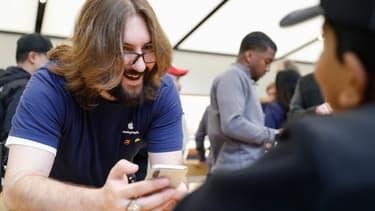 Plus besoin de se rendre dans un Apple Store si votre iPhone 6, 7 ou SE ne va pas très vite. C'est un choix d'Apple pour améliorer l'autonomie de ces smartphones.