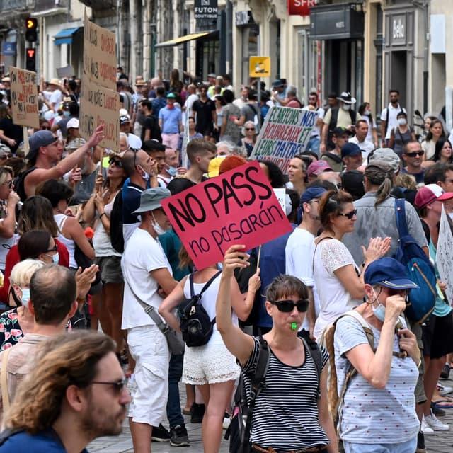 EN DIRECT - Rassemblements anti-pass sanitaire: 19 interpellations, dont 10 à Paris