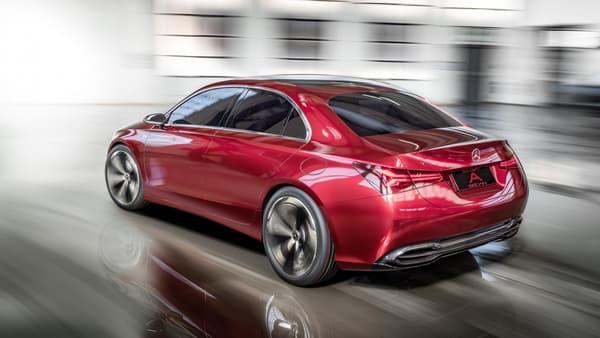 Pure étude esthétique, cette Mercedes préfigure les petits modèles de la marque à l'étoile.